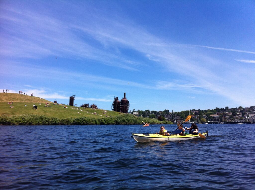 Family Paddling by Gas Works Park