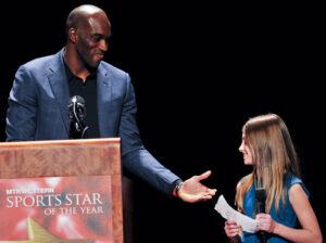 Former-UW-Basketball-Star-and-current-NBAer-Quincy-Pondexter-Presenter-Lauren-Slavin---Jon-Beck_resize