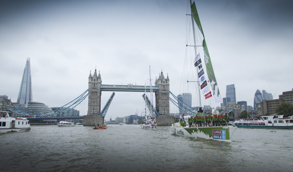 The race begins. The Visit Seattle yacht passes the Tower Bridge in London. Photo: 20150830 Copyright onEdition 2015©