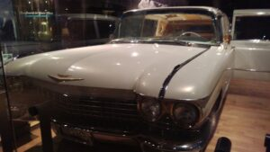 Nashville 10 - Elvis Car